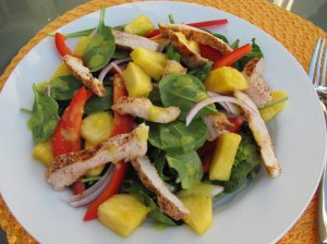 grilled-chicken-and-spinach-salad-with-spicy-pineapple-dressing2