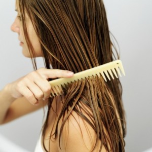 wide-tooth-comb-brush-hair-split-ends-300x300